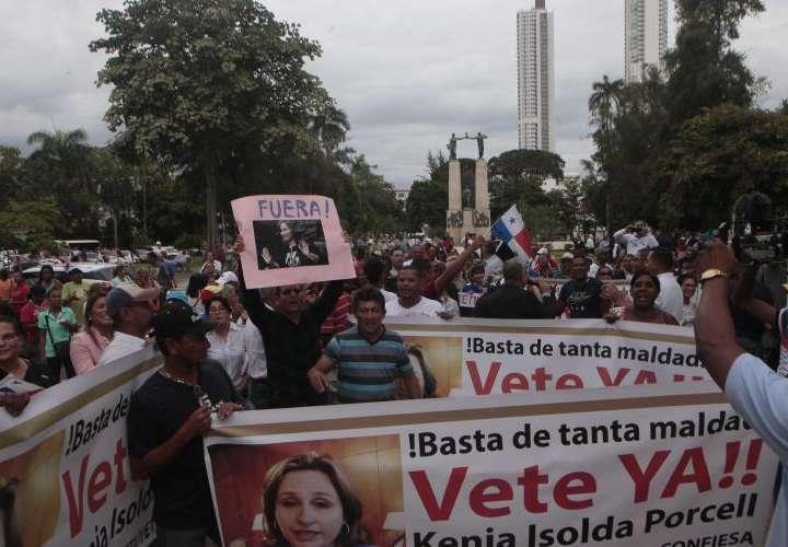 Protesta exige renuncia de Procuradora ya