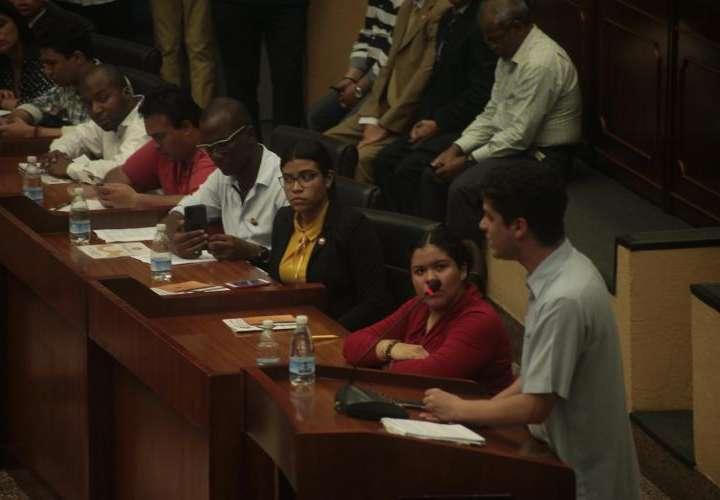 Jóvenes vuelven al pleno el miércoles para debatir reformas constitucionales