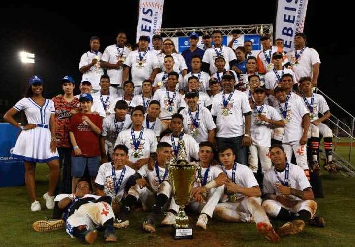 Los Santos y Metro abren el béisbol juvenil