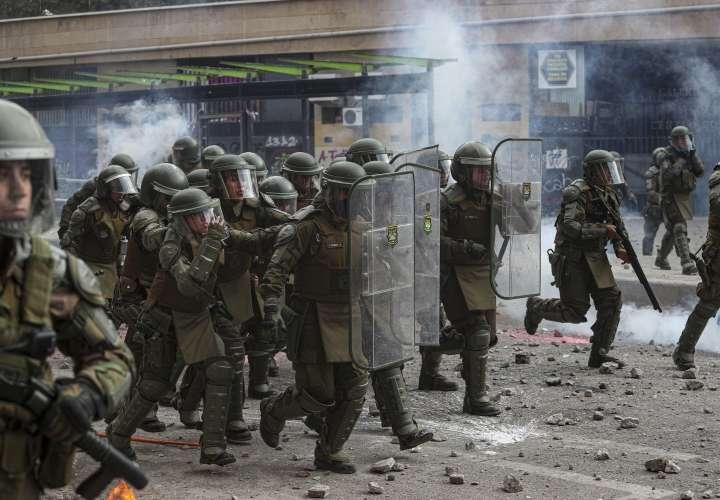 Miles celebran un mes de protestas en Chile