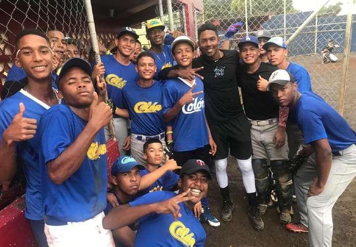 Colón se muestra listo para competir en el béisbol juvenil