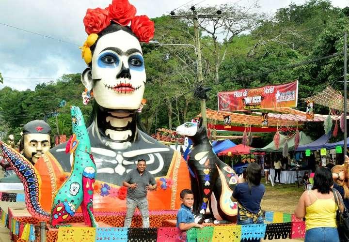 Esculturas gigantes son quemadas en Honduras