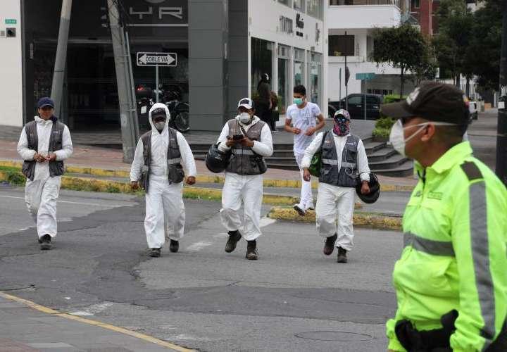 Guayaquil abrirá una fosa común