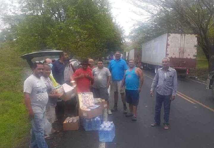 En Nicaragua, transportistas panameños siguen recibiendo asistencia humanitaria