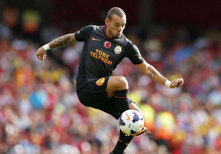 Sneijder se plantea volver a jugar al fútbol