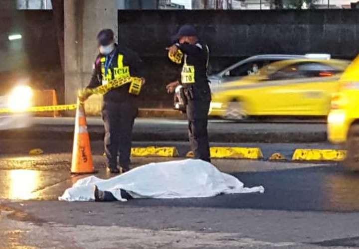 Mujer y hombre mueren en hechos de tránsito
