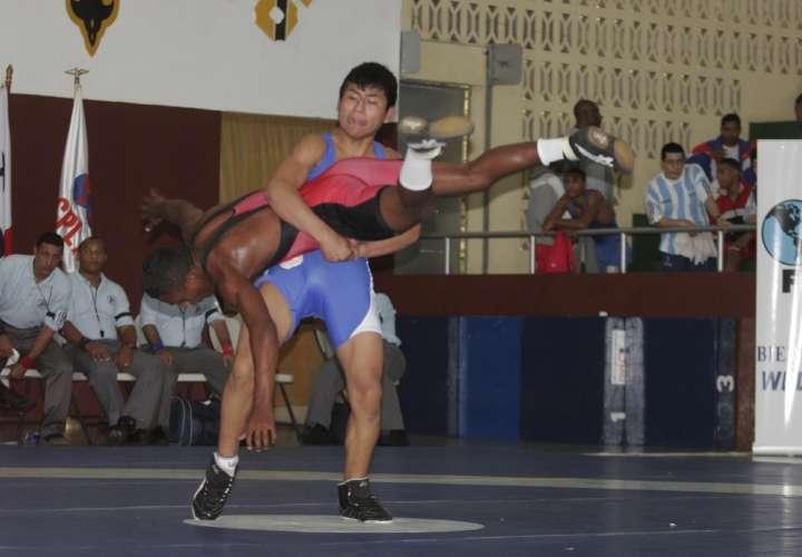 La lucha olímpica está a la espera de su turno
