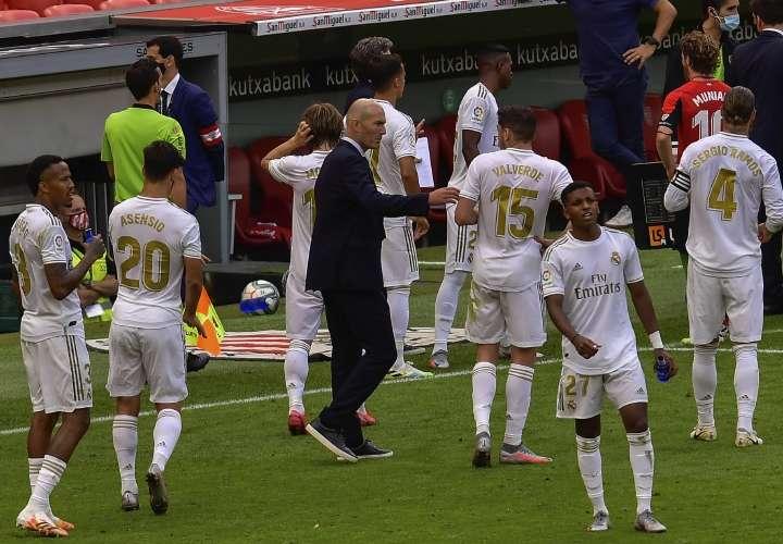 """Zidane califica de """"locura"""" jugarse la Liga en cuatro partidos en once días"""