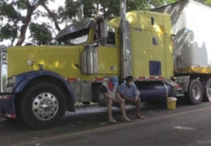 Costa Rica prohíbe a camiones panameños cargar producto