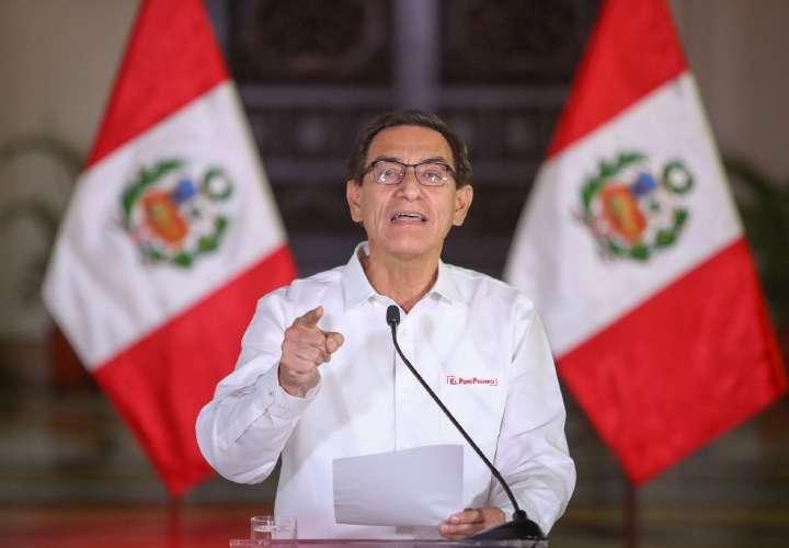 Presidente de Perú se considera blanco de una conspiración y acusa a secretaria
