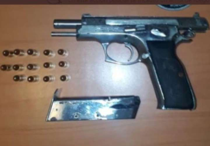 Enchirola'o por tener arma ilegal