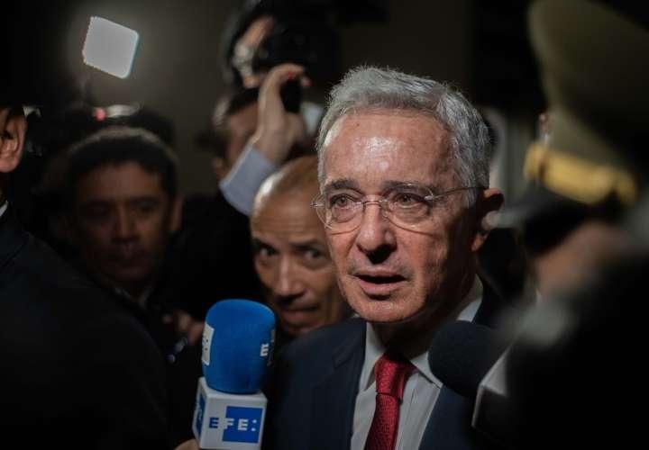 Corte remite a una Fiscalía indagación a Álvaro Uribe