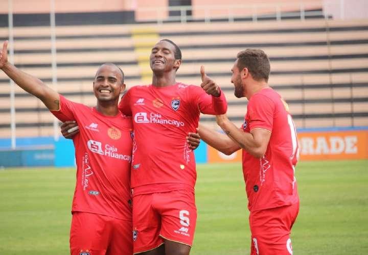 Panameño Abdiel Ayarza sigue encendido en el fútbol peruano