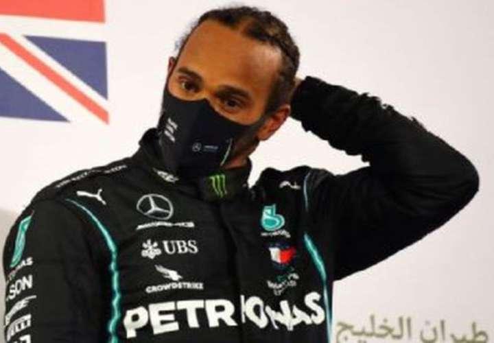 Lewis Hamilton dio positivo