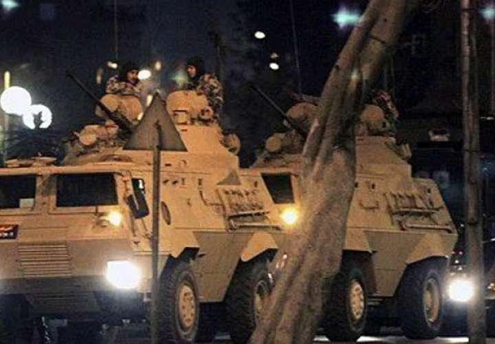 Interrogan a 27 generales por intento de golpe en Turquía