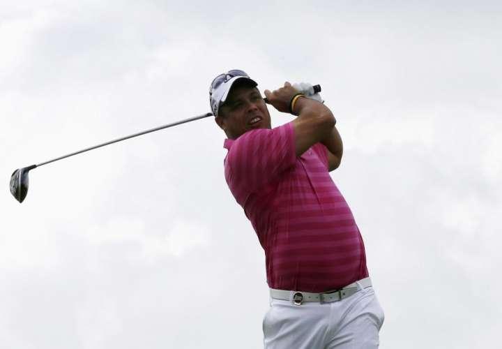 Ronaldo Nazario no pierde puntería ni con los palos de golf