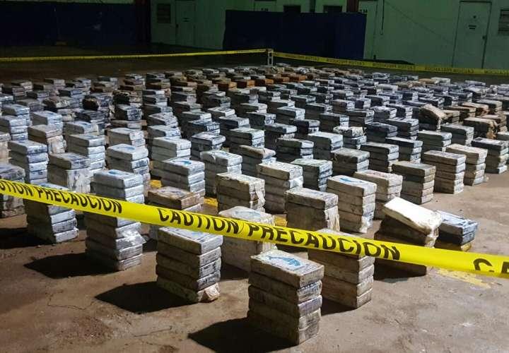 Hallan 1, 218 paquetes de droga en playa de Mariato