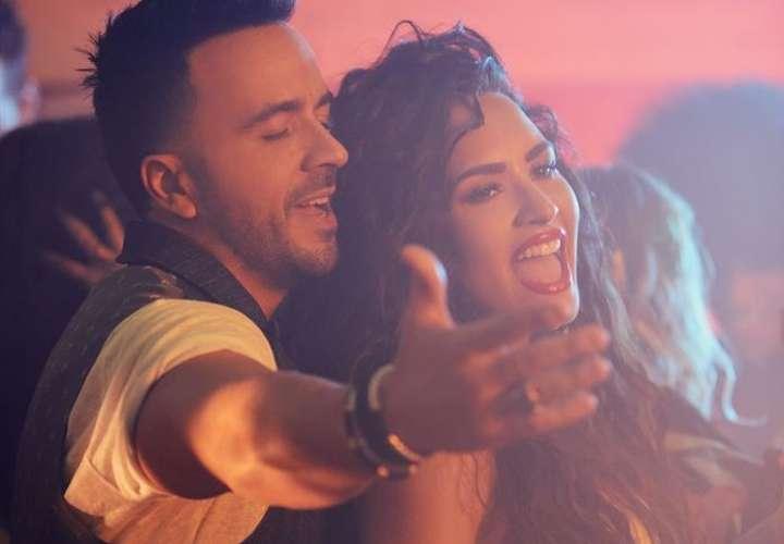 Fotografía promocional cedida del nuevo sencillo de Luis Fonsi con la cantante hispana Demi Lovato,