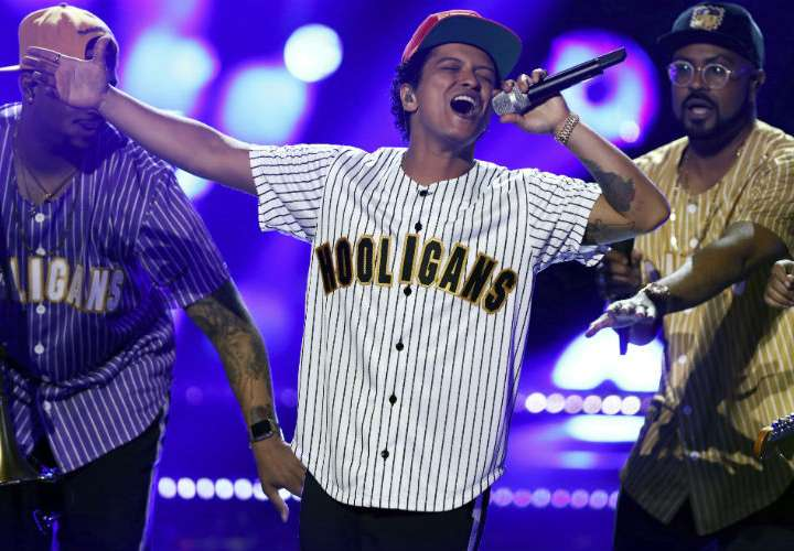 Bruno Mars reina en los American Music Awards