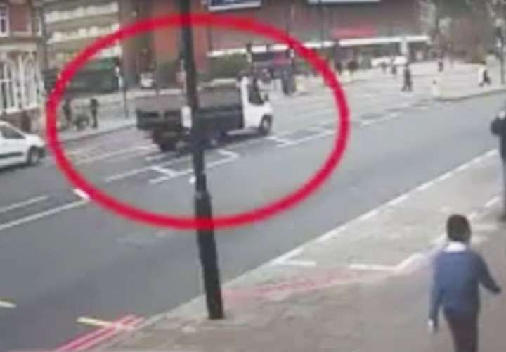 El suceso fue captado por un video de vigilancia.