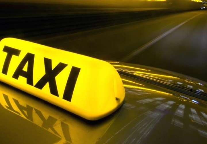Taxista roba a 22 pasajeras y viola a 7