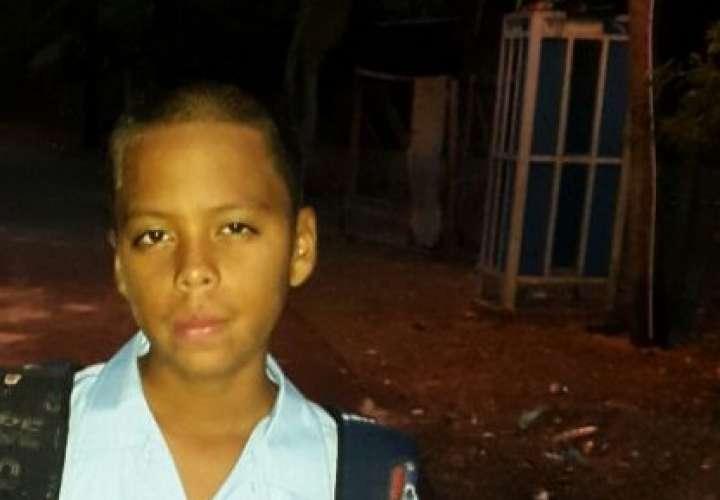 Familiares buscan a adolescente desaparecido