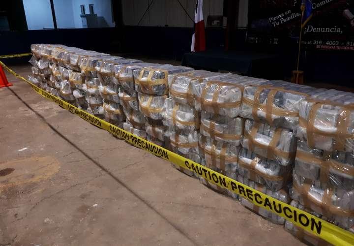 Las acciones policiales para dar con la ubicación de los ocupantes de la narcolancha quienes están internados en las costas entre las provincias de Bocas del Toro y Veraguas. / Foto: Melquiades Vásquez