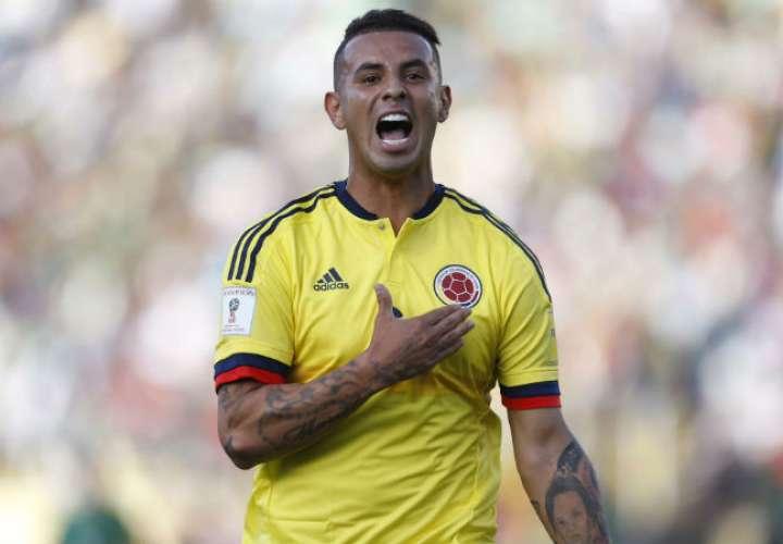 El volante colombiano Edwin Cardona  fue multado con 20.000 francos suizos (20.150 dólares). Foto AP