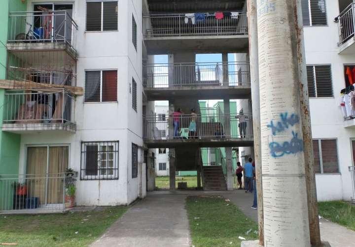 Una niña de 1 año murió al caer del cuarto piso de la torre B  de un edificio del proyecto habitacional Nuevo Curundú. /  Foto: Landro Ortiz