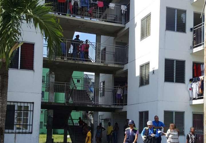 Bebé muere al caer de 4 piso de edificio en Curundú