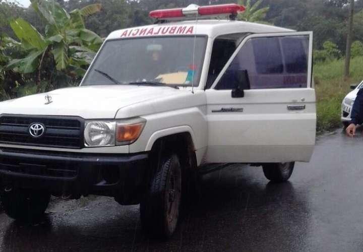 Pescan a hombre bebiendo con tres hembras dentro de ambulancia en Bocas del Toro