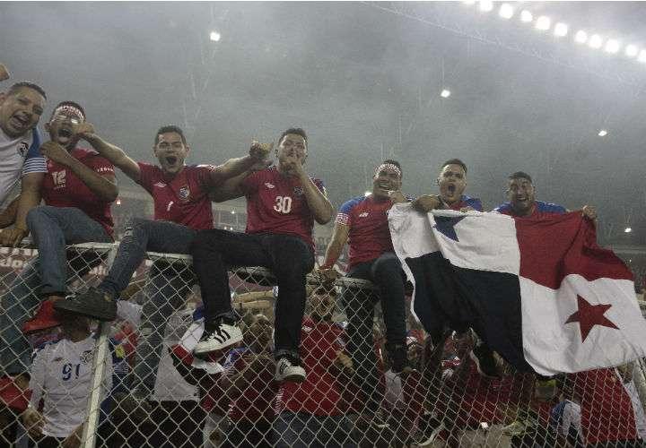Fanáticos de la Selección Mayor de Fútbol de Panamá, durante el juego del 10 de octubre de 2017 ante Costa Rica. Fotos Anayansi Gamez
