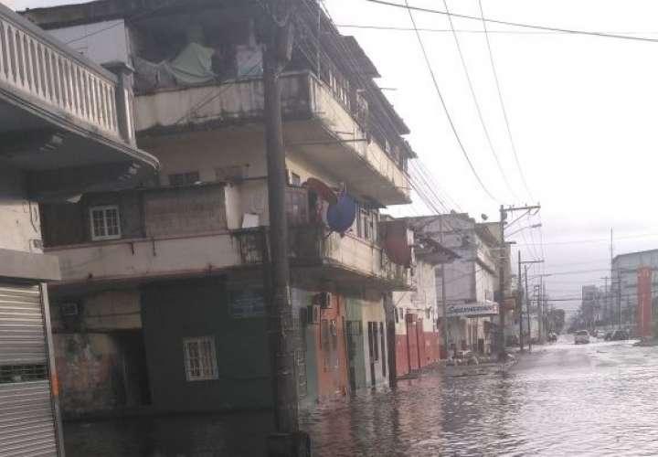 Suspenden clases de reválida en Colón por problema de inundaciones