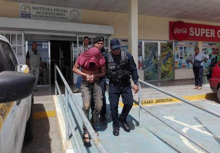Deberá enfrentar la pena accesoria de inhabilitación para ejercer cargo público y la prohibición de portar arma de fuego. / Foto: Eric Montenegro