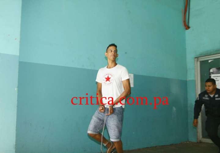 Mario Elías Márquez de 21 años, a su salida de la audiencia en la que se le imputaron cargos por el asesinato de Punta Pacífica. / Foto: Edwards Santos