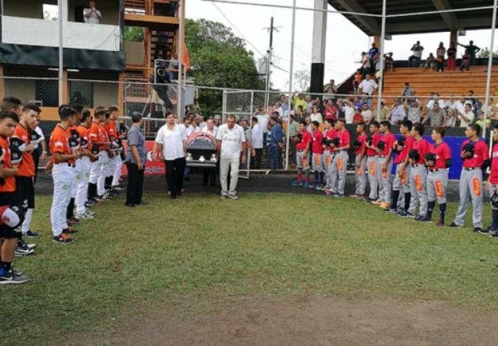 La gloria del béisbol santeño fue despedido con honores  en la ciudad de Las Tablas. Foto: Zenaida Vásquez
