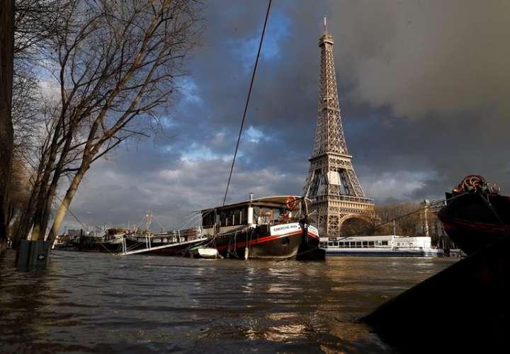 El nivel del Sena se ha visto incrementado, y se espera que siga creciendo a lo largo del fin de semana, tras el paso la tormenta Eleanor la semana pasada. EFE