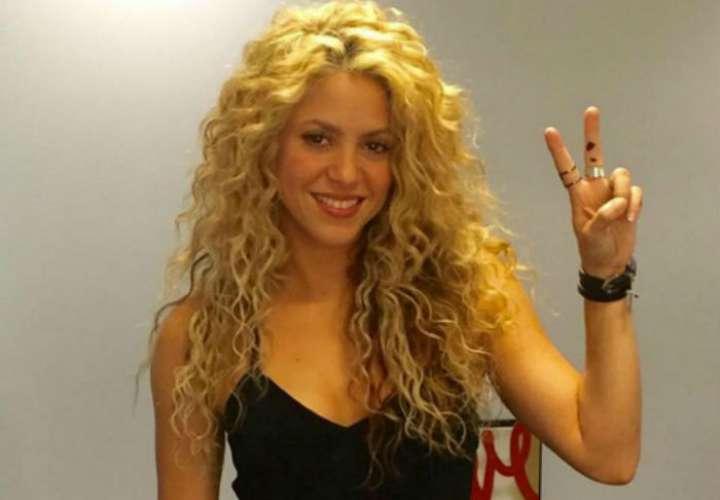 Shakira y J Balbin dominan nominaciones de los Premios Billboard
