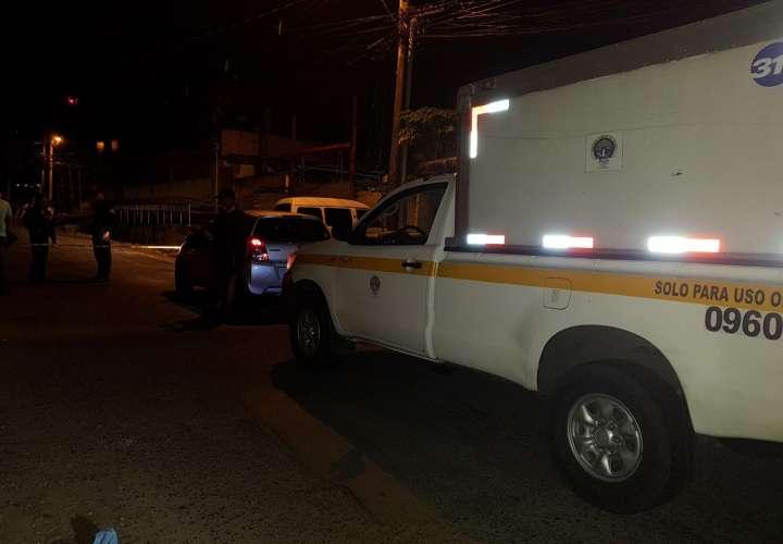 Matan a dos dentro de un taxi; hay otro herido