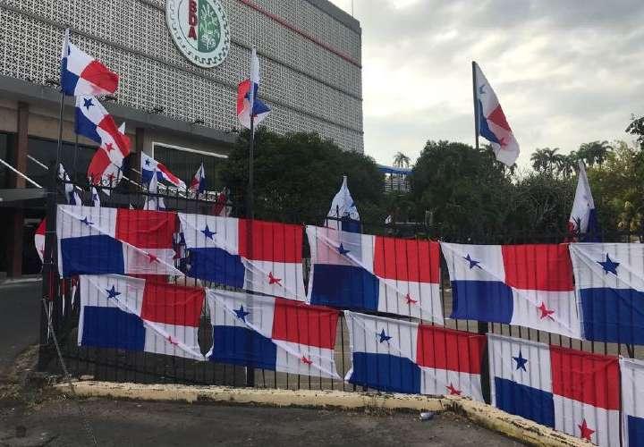 Asamblea dice que banderas no buscan impedir protesta