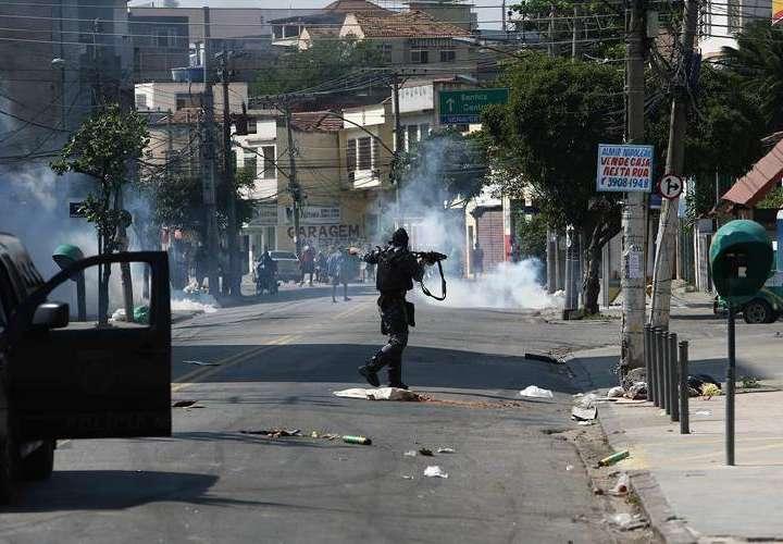 Disturbios en favela dejan más de 70 heridos