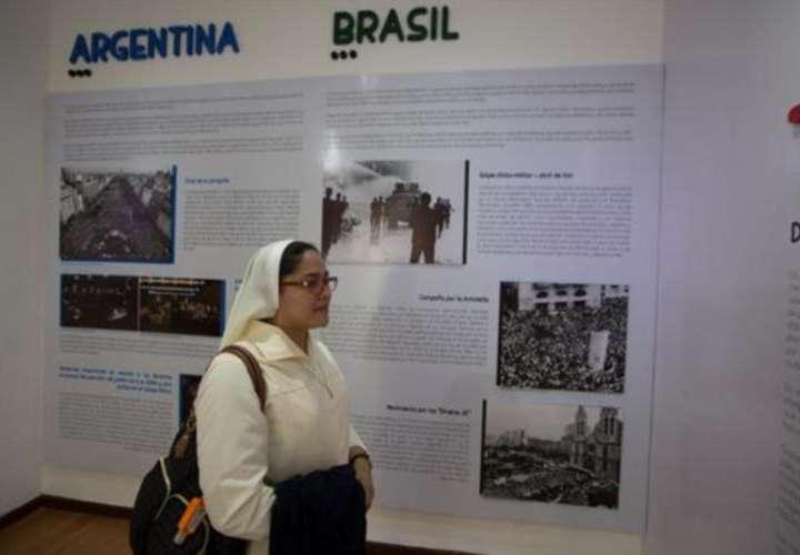 Exposición recoge la transición de la dictadura a la democracia