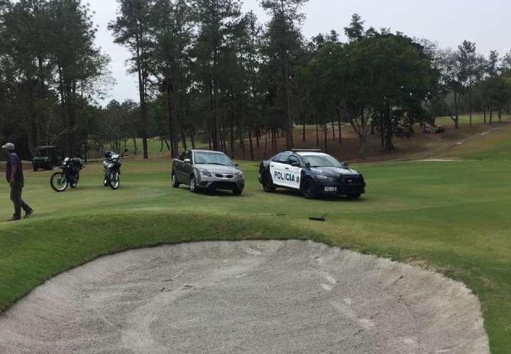 Privan a tres mujeres en el Club de Golf