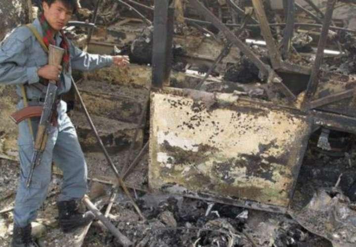 Ocho muertos y 21 heridos al chocar autobús con un coche en Afganistán