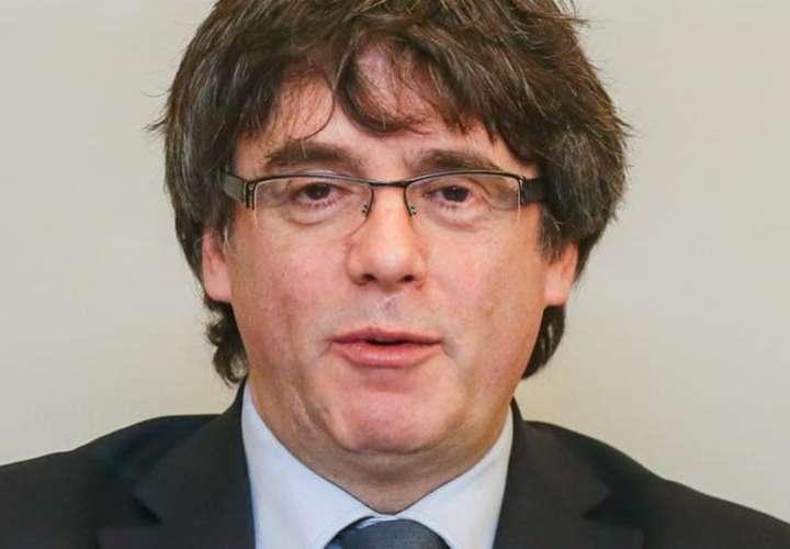 Puigdemont dice que va a renunciar al acta para facilitar la investidura