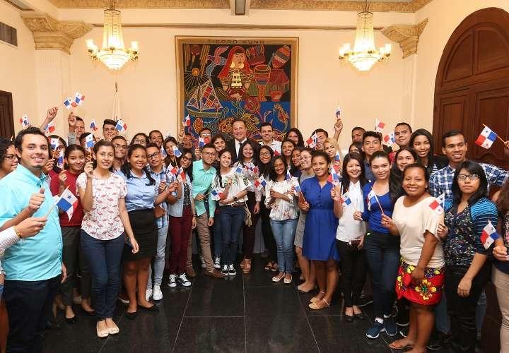 Varela espera llegada de 150 mil chinos