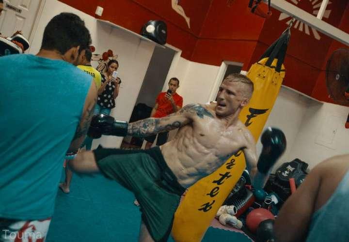 Campeón de la UFC se codea con atletas panameños