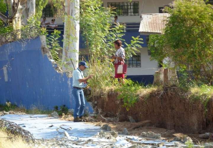 Muro se desploma en colegio secundario de Parita