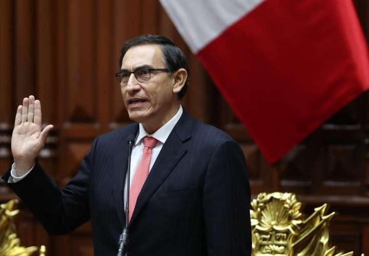 Vizcarra asume el gobierno en Perú