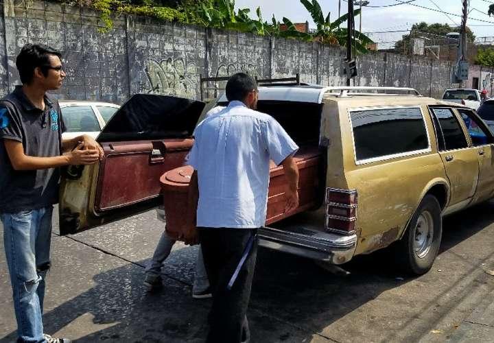 Autoridades venezolanas entregan 45 cuerpos de 68 muertos en comisaría